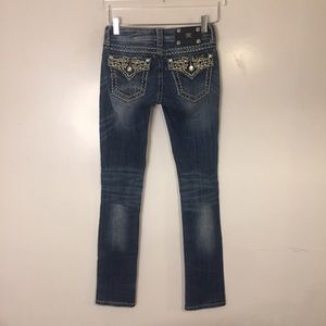 Miss Me Straight Jeans. Size 25